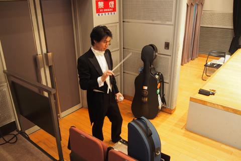 神野氏、市原指揮者から指揮棒を強奪。